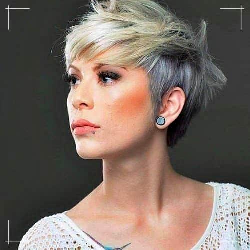 Zweifarbiger Pixie Kurzhaarschnitt für Frauen