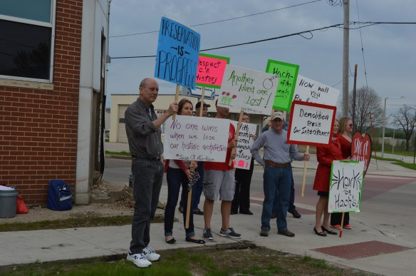 A demonstration organized by Save CR Heritage was held before the historic Hach Building was demolished in Cedar Rapids. (photo/Cindy Hadish)