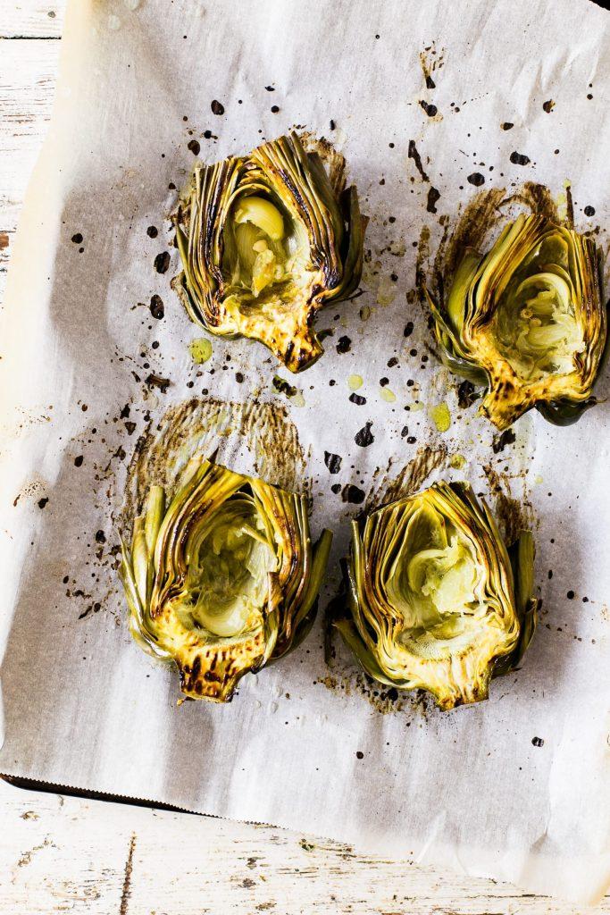 recette pour utiliser les feuilles d'artichaut verts Petits bateaux de feuilles d'artichaut gratinées à la sauce au bleu 