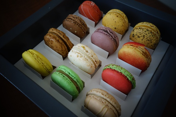 A-La-Folie-Patisseries-Audacieuses-Macarons-Review-Sampler-2