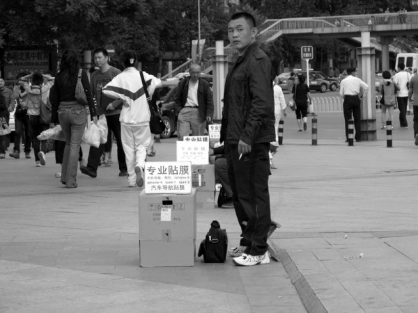 Beijing-China-Photograph-Criminal-Reselling-Apple-Goods