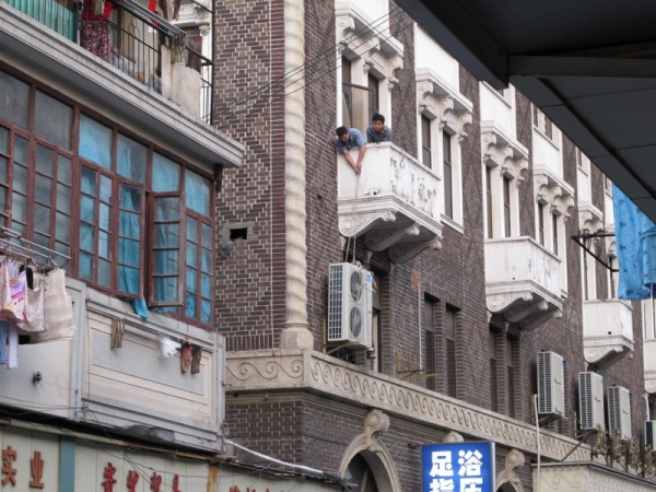 Beijing-China-Photograph-Man-Air-Conditioner-Moving-No-safety-Hazard-Streets-Rule
