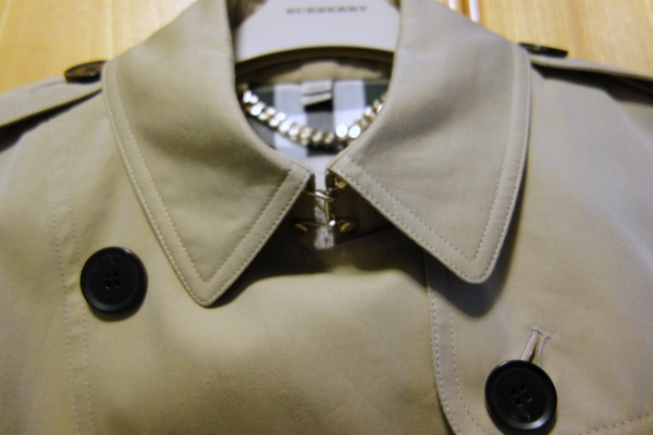 Burberry-Bridle-Gate-Trench-Coat-4-Ways-Collar