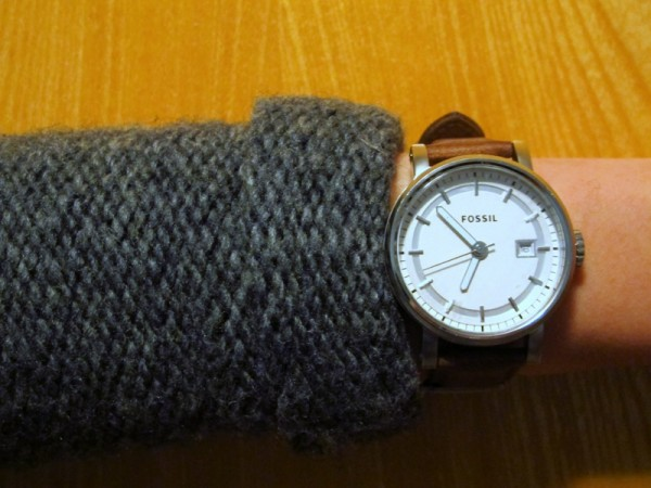 Guess-Knit-Sweater-Dark-Grey-Rolled-Sleeves-Fossil-Watch-Dark-Brown-Leather
