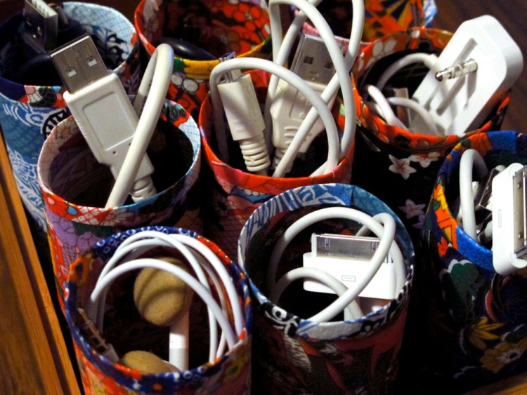 How-to-organize-your-cords-and-cables-Do-it-yourself-DIY-Top-2