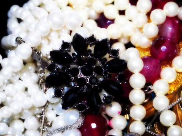 Photograph-Jewellery-Pearls-Rich-Money-Jewels-24