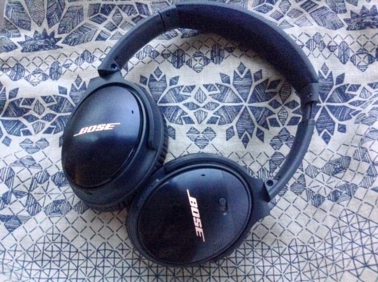 https://www.savespendsplurge.com/blogger-review-bose-quiet-comfort-35-noise-cancelling-headphones/