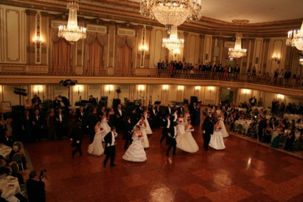 UMANA-debutante-ball-wikipedia