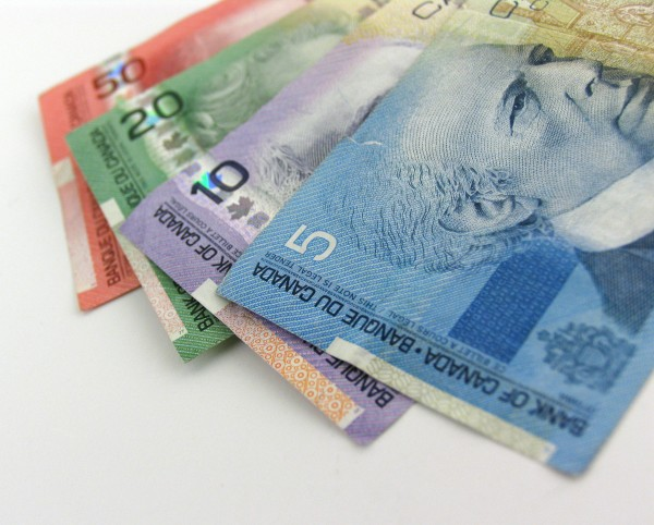 canada-money-cash-bills-2