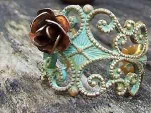 https://www.savespendsplurge.com/giveaway-rose-ring/