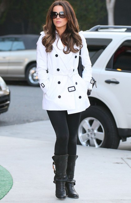kate-beckinsale-and-burberry-short-cotton-trench-coat-white