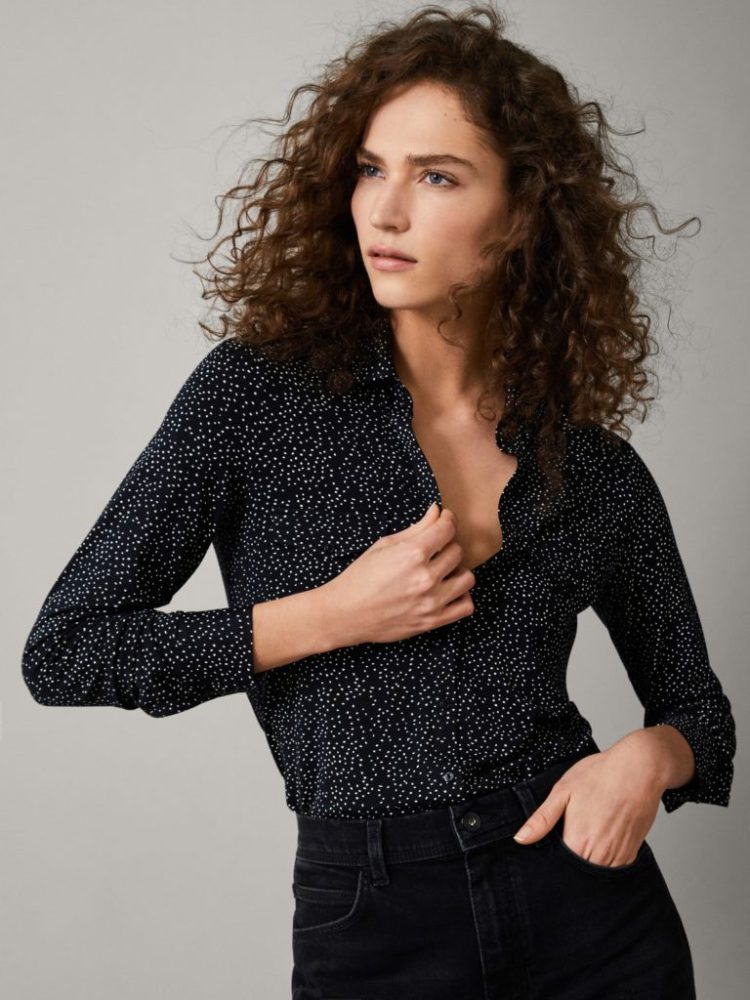 https://www.massimodutti.com/ca/women/collection/t-shirts/view-all/knit-lapel-t-shirt-c911194p8505672.html?colorId=641&categoryId=911194