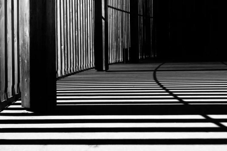 minimalist-zen-building-work-space