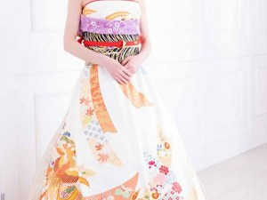 http://www.boredpanda.com/furisode-kimono-wedding-dress-japan/