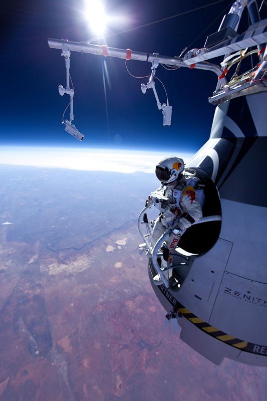 felix baumgartner red bull Un homme a sauté en parachute depuis lespace ?