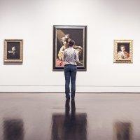 ¿Quiénes trabajan en un museo? De actividades y profesiones tras bambalinas
