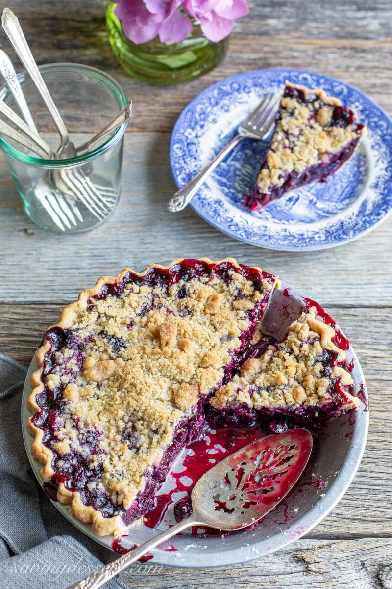 blueberry crumble pie sliced