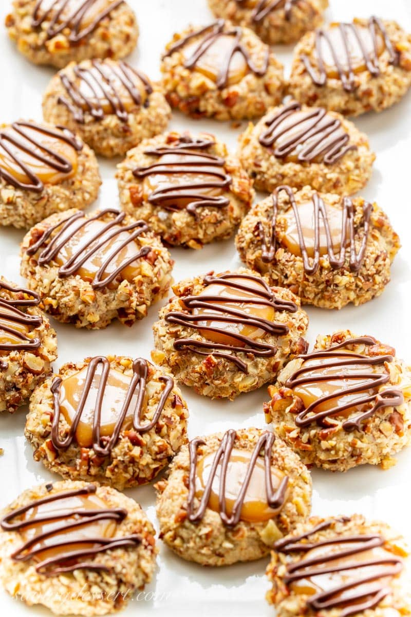 Turtle Thumbprint Cookies - deliciously nutty cookies with a smooth, creamy dollop of sweet caramel on top and a drizzle of yummy chocolate