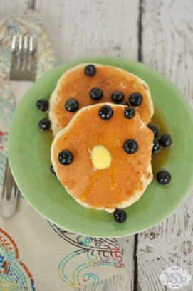 Vanilla Pancakes with Blueberry Compote