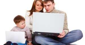 obitelj sa laptopom