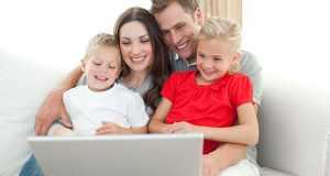 obitelj surfa internetom