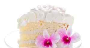 tortka s bijelom kremom