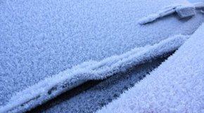 Kako otopiti led na vjetrobranskom staklu auta