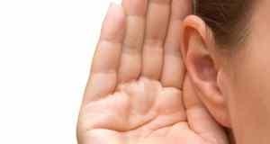 ruka iza uha