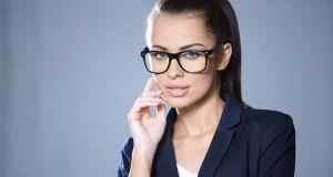 djevojka sa naočalama