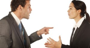 poslodavac kritizira zaposlenika