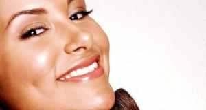 žena koja se šminka