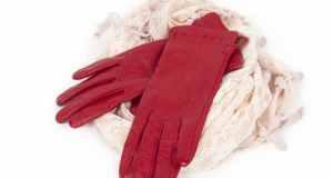 crvene kožne rukavice
