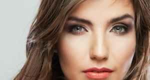 žena sa zelenim očima