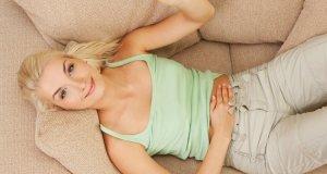 žena na kauču