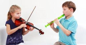 djeca s instrumentima