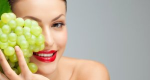 grožđe i djevojka