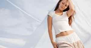 bijela majica i suknja