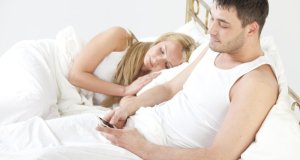 mobitel u krevetu