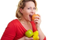 žena s jabukom