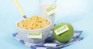 žitarice, mlijeko i jabuka