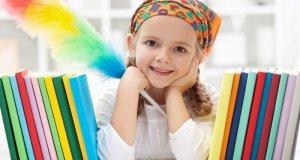 djevojčica među knjigama