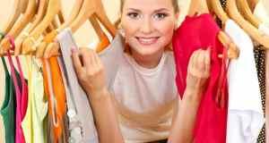 žena s odjećom