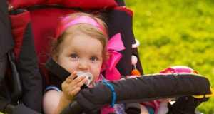 beba u kolicima