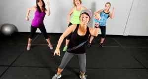 žene vježbaju