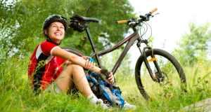 žena s biciklom
