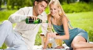 ljubavni par na pikniku