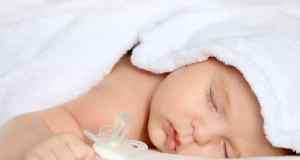 beba koja spava
