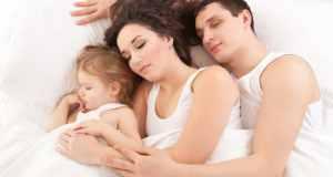 roditelji s djetetom