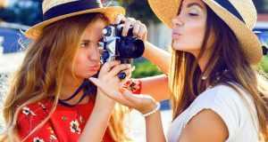 žene se fotografiraju