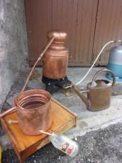 distillation de la lavande avec un alambic